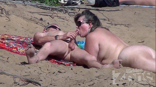 Xvedeo gordinha boquete na praia de nudismo