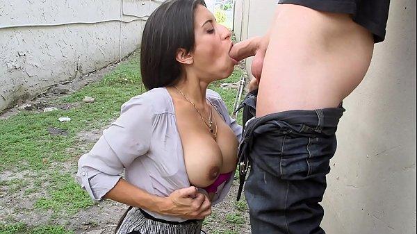 Mulher fazendo sexo com homem com mamada perfeita