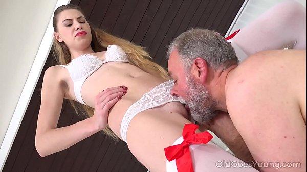 Nxxx tio coroa foda com sobrinha puta no incesto real