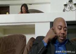 Teta de frango safada fode a mulher negra do seu tio escondido