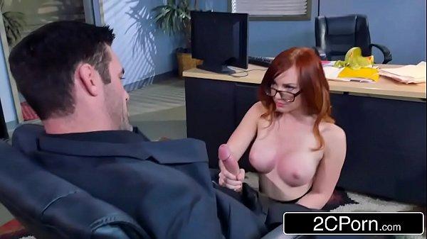Belo sexo com novinha de quatro dando gostoso