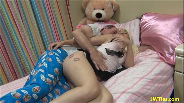 Lobo porno metendo no cu guloso da filha