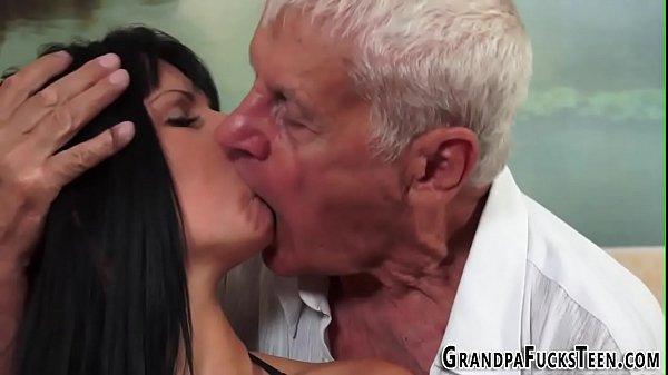 Ponro gratis filha e pai trepando gostoso no porno