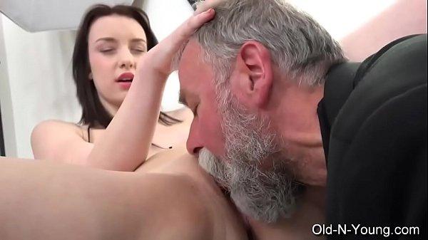 Porno carioca gratis coroa chupou a enteada e traçou a gata