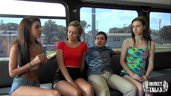 Tubidy porno putaria e foda dentro do ônibus