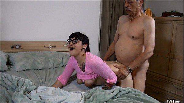 Tv punheta neta tesuda foda com vovô idoso
