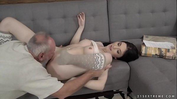 Ver videos de sexo padrasto comendo a enteada novinha safada