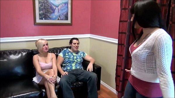 Video adulto com um sexo em trio