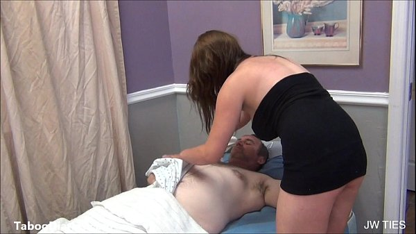Videodesexo filha pega o pai na cama chupa e rebola na pica