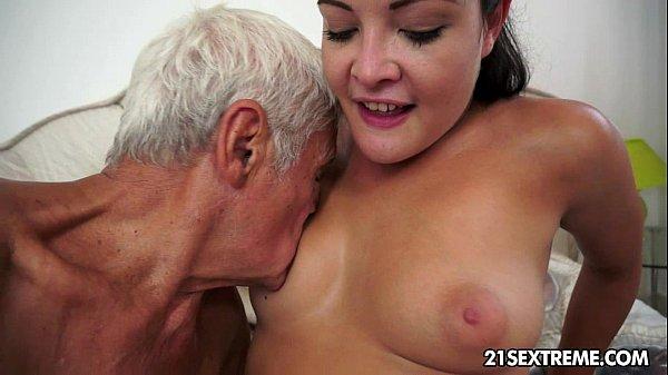 Vidio porno filha fodendo com pau velho safado
