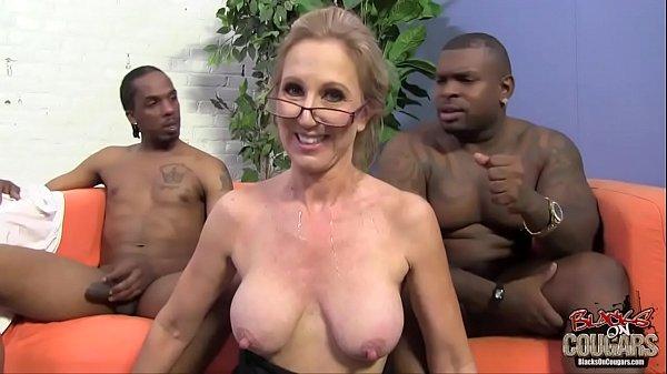 Xvidios de sexo coroa puta na suruba com pretos