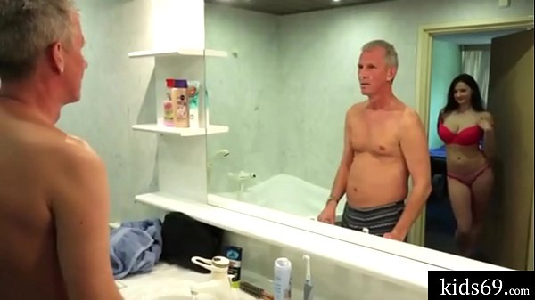 Porno para celular peituda fodendo com velho safado