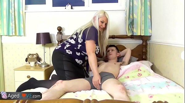 Pornosao coroa peituda trepando com novinho dotado