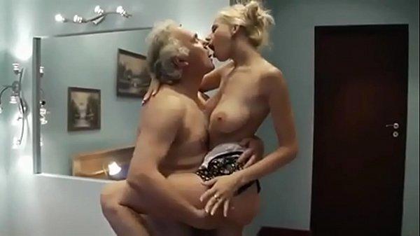 Sexo total gratis entre pai coroa e filha puta