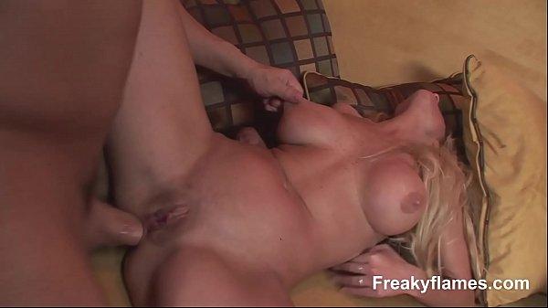 Video adulto milf dando show na foda com macho mais novo
