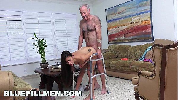 Videos pornozinhos velho comendo morena safada
