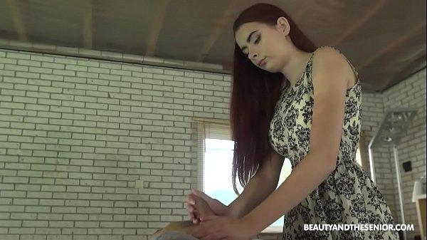 Videosxxx de incesto sobrinha faz massagem e sexo com tio