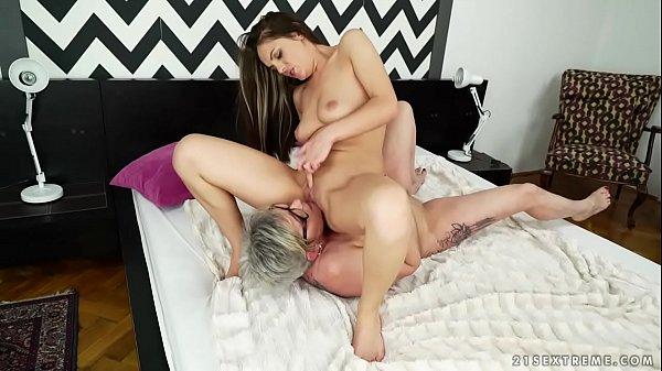 Xxx porno coroa lésbica gozando com novinha