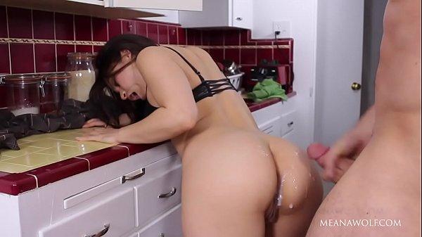 Porno para mulheres sacana fodendo esposa na cozinha