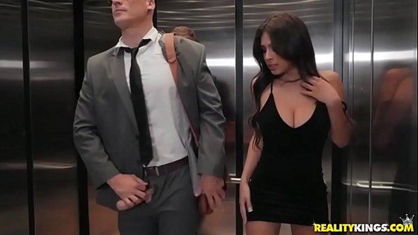 Redtud fogosa fodendo com dotado no elevador