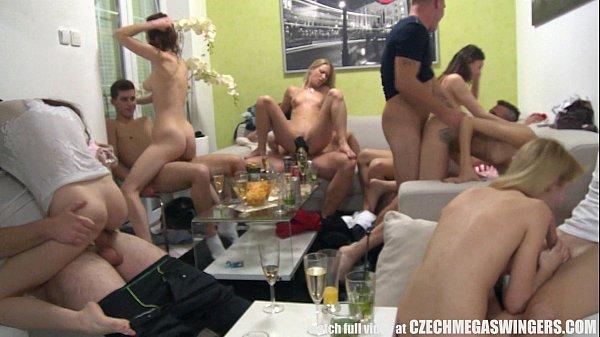 Colegas da faculdade festinha no apartamento com sexo em grupo