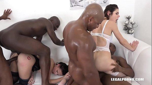 Namoras lésbicas gostosas fodendo em grupo com pretos dotados