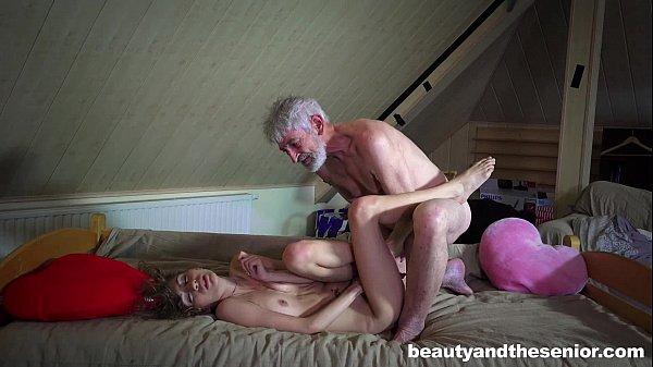 Netinha filé pratica sexo oral e faz sexo com avô coroa da cabeça branca