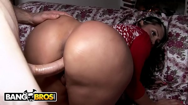 Pornô online Colombiana do rabo grande gozando com vara na buceta