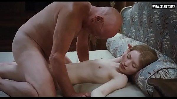 Neta loirinha branquinha faz sexo com os avôs idosos tarados