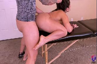 Amadora faz massagem com plug no cu e leva muita vara na buceta