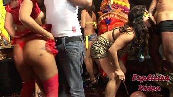 Baile de Carnaval com muita putaria e sexo oral