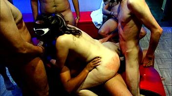 Brasileira madura gangbang com machos gostosos e dotados