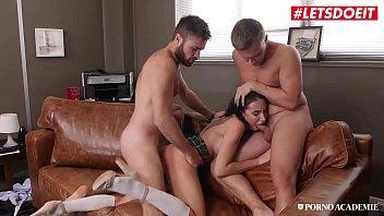 Lola Bulgari suruba com dois professores gostosos na escola
