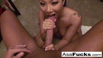 Asa Akira boquetão chupando cacete enorme até o orgasmo
