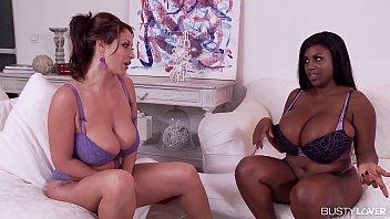 Lésbicas fofinha tetudas goza com vibrador e chupadas nas bucetas