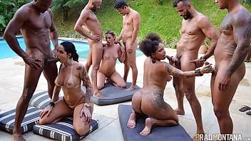 Orgia com Brasileiras famosas e vários machos dotado na piscina